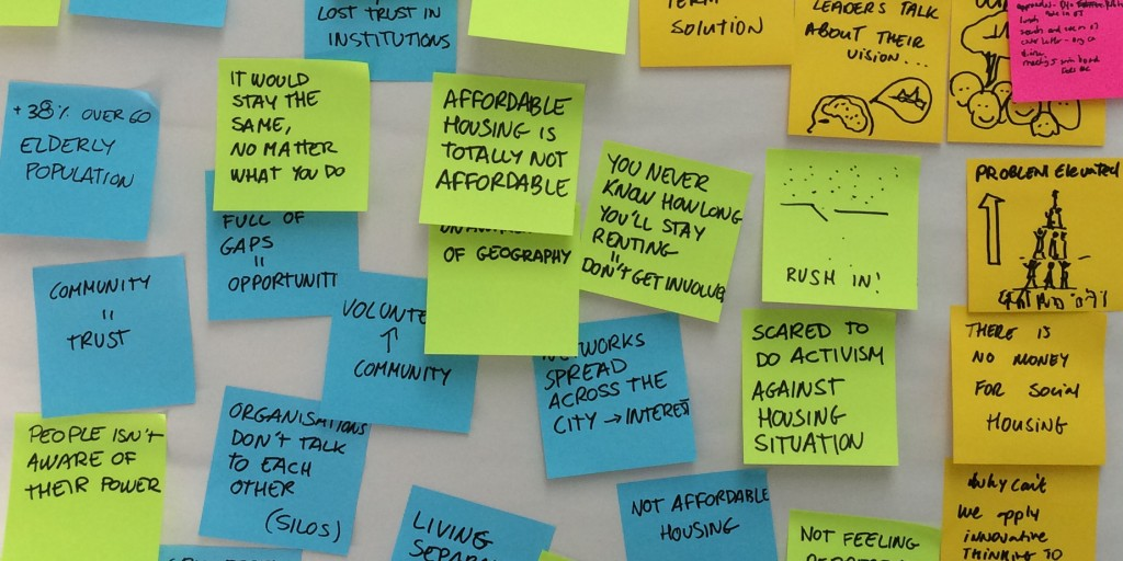 Post-it notes capturing experiences on community